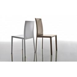 Sedia Paola. Seduta imbottita e struttura in metallo. Rivestita in cuoio