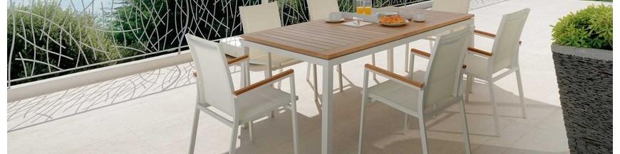 Set tavolo e sedie da giardino