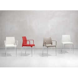 Poltrona Chloè Mon Amour. 4 colori. Impilabile. By Arter & Citton Scab Design