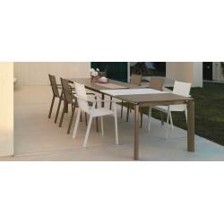 Tavolo da esterno allungabile Milo by Talenti. Disponibile in 3 colori e 2 misure.