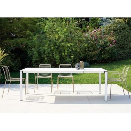 Tavolo allungabile Scab Design adatto per interno ed esterno. Diverse finiture